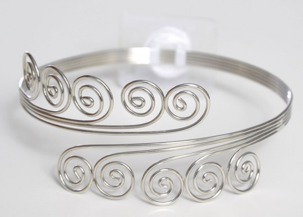 qn11073-1 49 Famous Forearm Jewelry Pieces