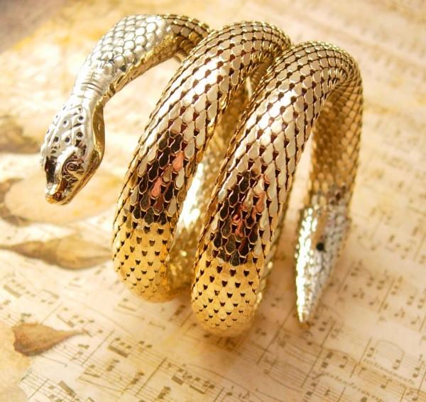 snakebraceletcoiled2 49 Famous Forearm Jewelry Pieces