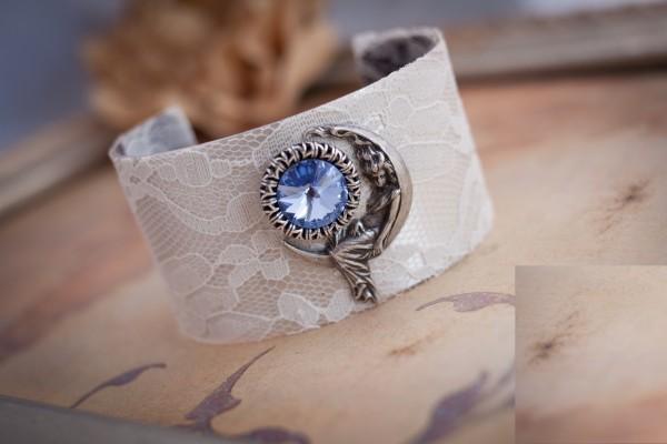 url20 49 Famous Forearm Jewelry Pieces