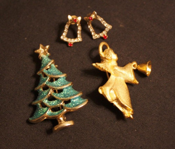 11-11ChristmasJewellery 15+ Unique And Elegant Designs Of Christmas Jewels