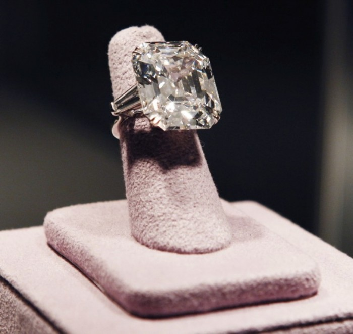 171992-elizabeth-taylor-collection Top 10 Most Expensive Women's Wedding Rings
