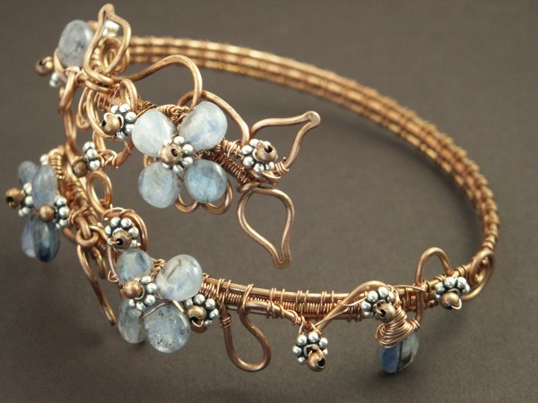 4023047051_26e590cca6_o Make Special Gifts For Your Friends with Wire Jewelry