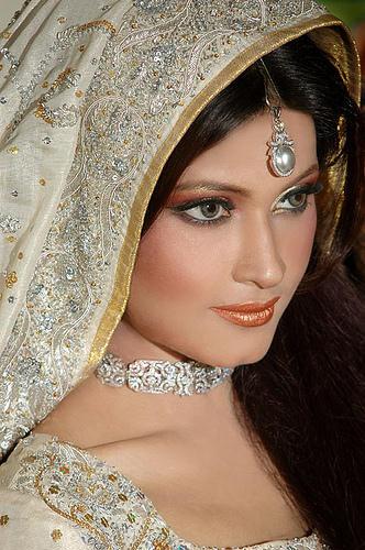 Latest-Pakistani-Bridal-Jewelry-4 Most Stunning Designs Of Pakistani Bridal Jewels