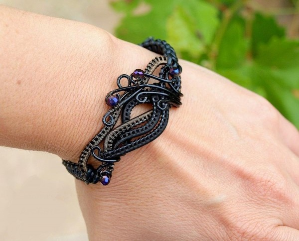 black-wire-wrapped-bracelet-ianiras-artifacts Make Special Gifts For Your Friends with Wire Jewelry
