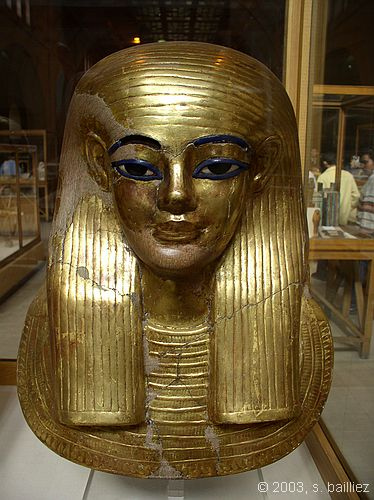 0c35404d63f601 39 Most Famous Pharaohs Gold Statues