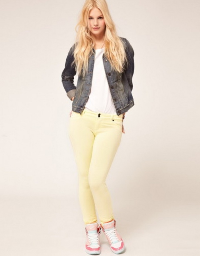 2014-Colorful-Jeans-Denim-Pants-Trend-Fashion-4-392x500 What Are the Latest & Hottest Jeans Fashion Trends in 2017?