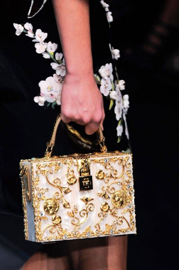 2014_-Runways_-Bags_-Trends_www.FashionEnds.com-5 20+ Latest Bag Trends Expected to Come Back in 2019