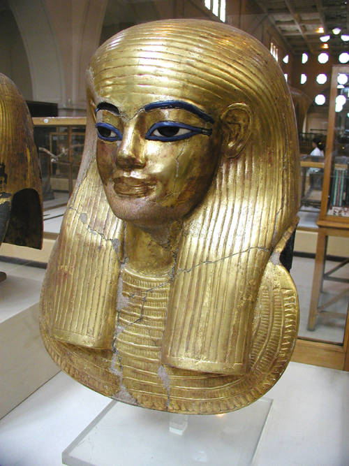 31_yuya 39 Most Famous Pharaohs Gold Statues