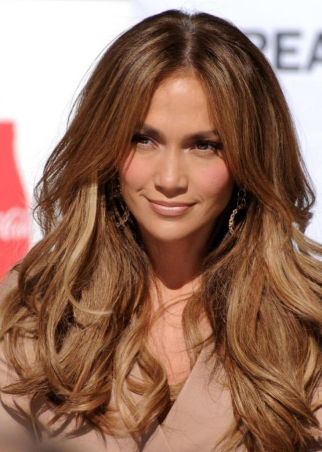 Chocolate-caramel-jennifer-lopezs-center-Parted-down-hairstyle1 20 Hottest Creative Ideas for Hair Salons