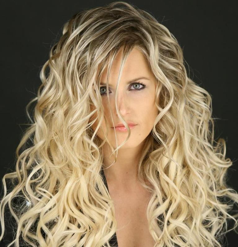 Massive-Spiral-Curls 25+ Hottest Women's Hairstyle trends Coming Back