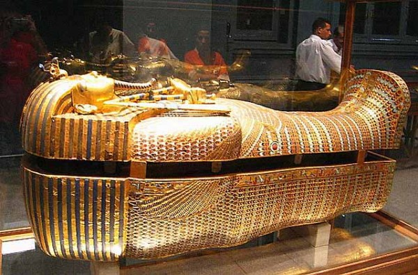 TutGoldCoffin 39 Most Famous Pharaohs Gold Statues