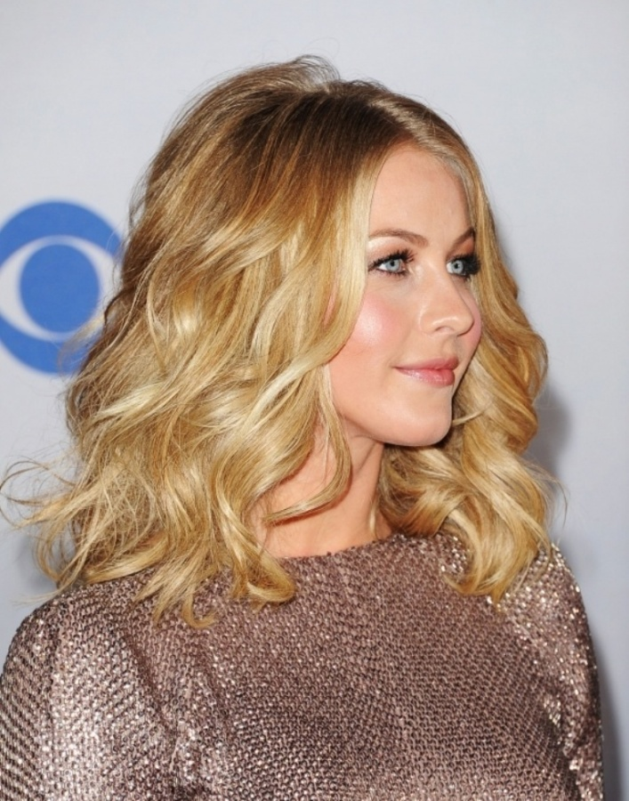 Wavy-lob-Julianne-Hough-Hairstyle-Long-Curly-Wavy-Blond-Hair 25+ Hottest Women's Hairstyle trends Coming Back