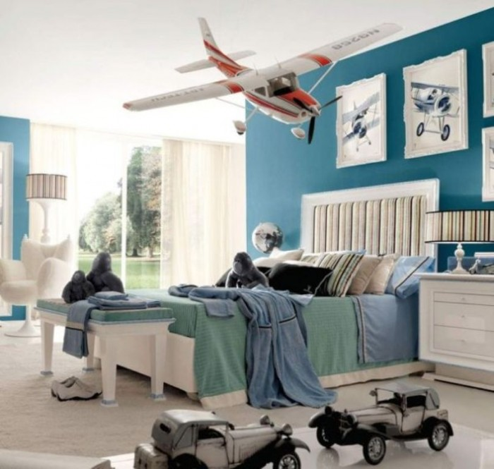 boys-bedroom-with-smart-peacock-blue-accent-wall1 37+ Latest Home Interior Color Trends