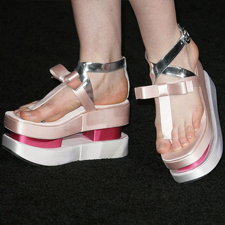 elle-fanning-in-prada-spring-2013-bow-flatforms-1 Top 10 Worst Fashion Trends & Fads To Avoid in 2019