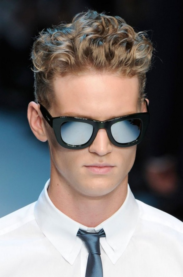 mens-curly-hairstyles-with-glasses +25 Hottest Men's Glasses Trends Coming in 2019