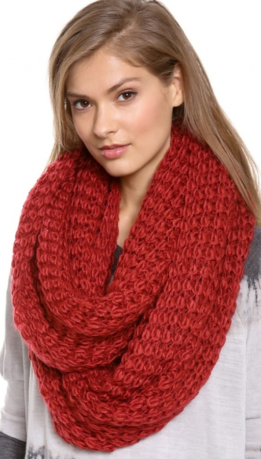 paula-bianco-chunky-knit-wrap-scarf 10 Elegant Scarf Trend Forecast for Fall & Winter 2020