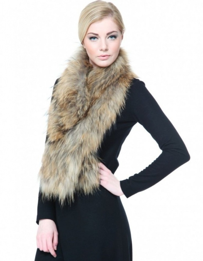 thick-fur-scarf-689131-483455_image 10 Elegant Scarf Trend Forecast for Fall & Winter 2020