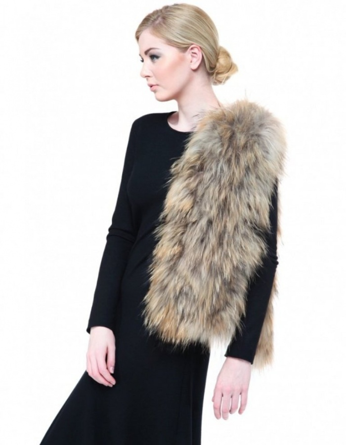 thick-fur-scarf-689131-483457_image 10 Elegant Scarf Trend Forecast for Fall & Winter 2020