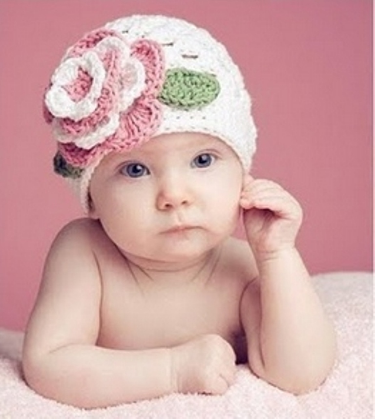 white-crochet-baby-girls-hat-with-pink-and-white-multi-layer-flower 20 Marvelous & Catchy Crochet Hats for Newborn babies