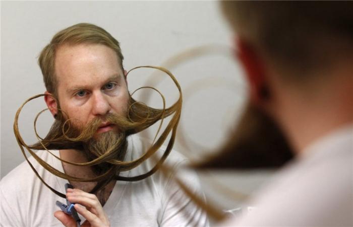 0023ae9885da13dfe89e06 25 Crazy and Bizarre Beard and Moustache Styles