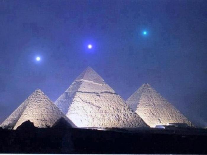 65047_10151281182653914_1936948276Pyramid_n Top 7 Predictions & Nostradamus Prophecies