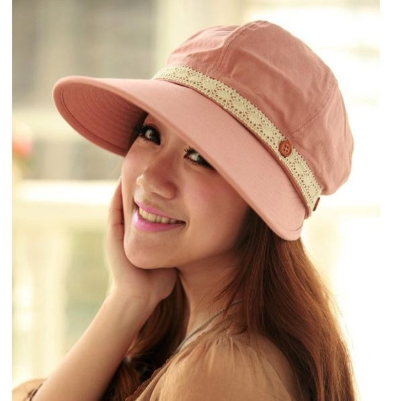 943842108_940 10 Hottest Women's Hat Trends for Summer 2019