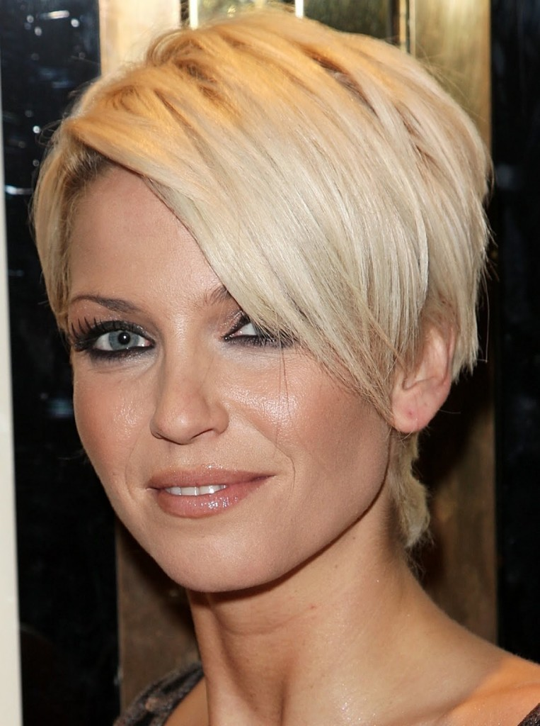 Best-Short-Layers-Hairstyles-For-Round-Faces-2014 25+ Short Hair Trends for Round Faces Chosen for 2020