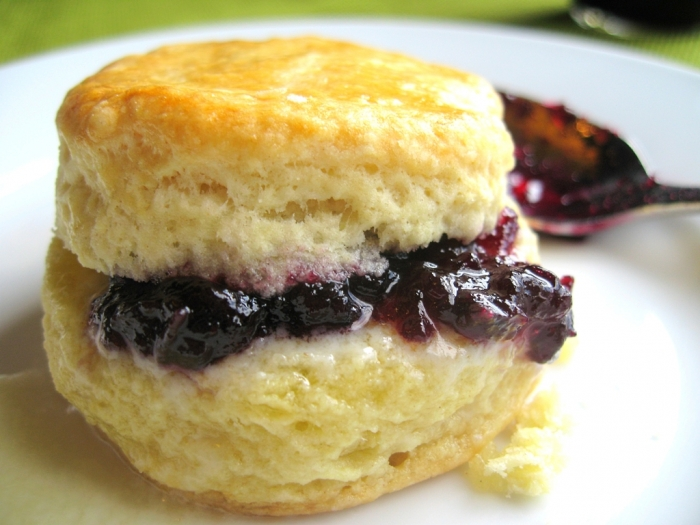 Buttermilk-Biscuits-with-berry-jam Healthiest 15 Food Trends of 2017
