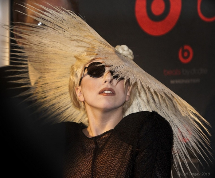 CONTENTLY_LadyGagaHair_640_CC 20 Weird and Funny Celebrity Hairstyles