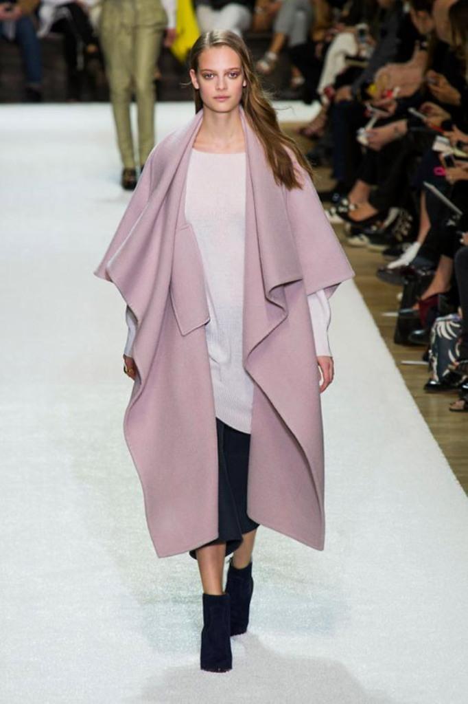 Chloe-Fw1415-1 20 Elegant Jacket & Coat Trends for Fall & Winter 2020