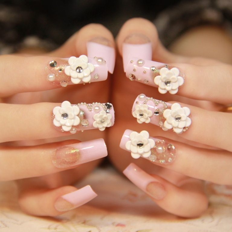 Exquisite-flower-long-section-of-French-noble-square-head-nail-patch-pink-fake-nails-decorated-fake Top 15 Beauty Trends that Men Hate