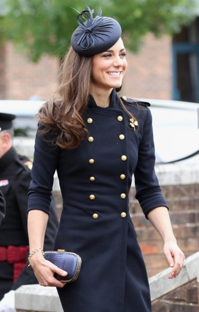 Kate-Middleton-in-Fashion-Women-Clutches-Bags-by-Anya-Hindmarch-Military-Style-575x900 20 Military Clothing Fashion Trends 2017 ... [UPDATED]