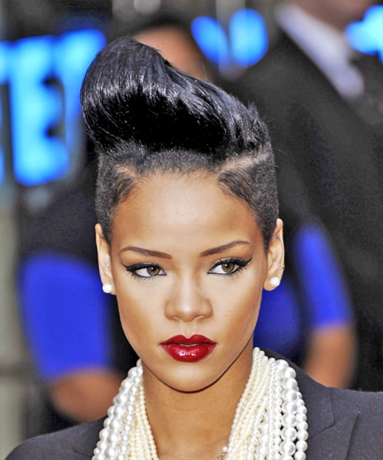 Rihanna-crazy-haircuts-short-hair 20 Weird and Funny Celebrity Hairstyles
