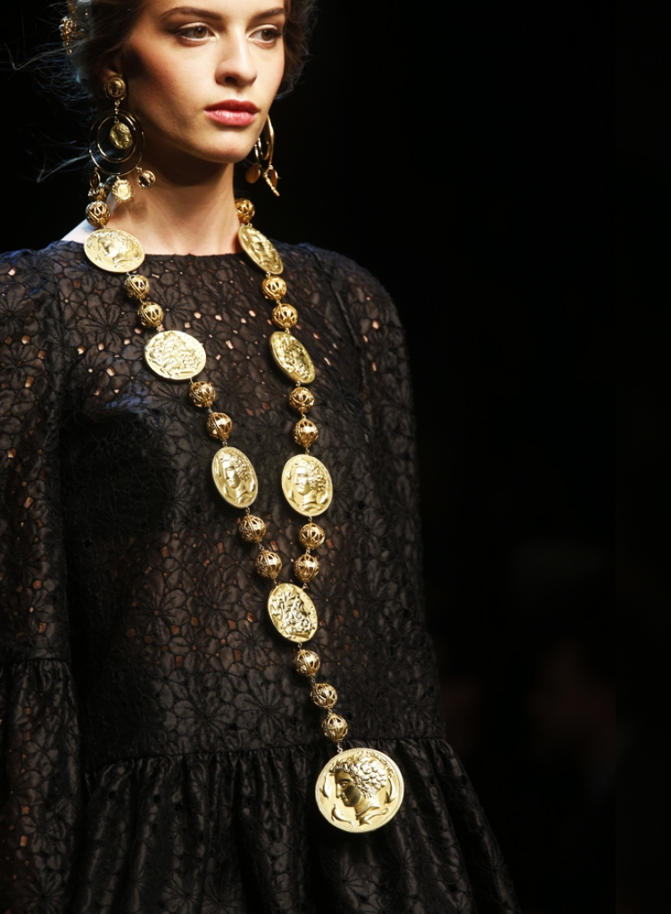 Spring-Summer-2014-accessories-trends-from-Dolce-and-Gabbana-collection-coins-necklace Latest 15 Spring and Summer Accessories Fashion Trends