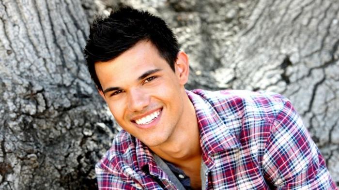 Taylor-Lautner-Smile-2014-Wallpaper1 Top 15 Celebrity Men's Fashion Trends for Summer