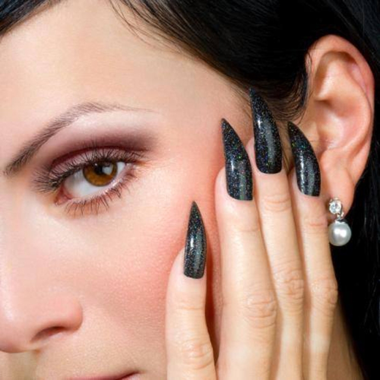 black-claws Top 15 Beauty Trends that Men Hate