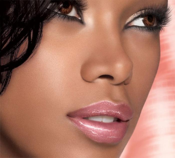 color-sensational-lip-gloss_pinks_model-shot_143738 Top 15 Beauty Trends that Men Hate
