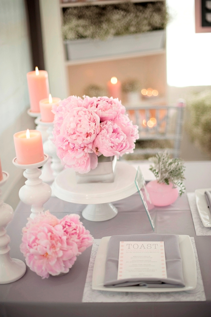 grey-pink-white-wedding-table-decor Top 10 Modern Color Trends for Weddings Planned in 2019
