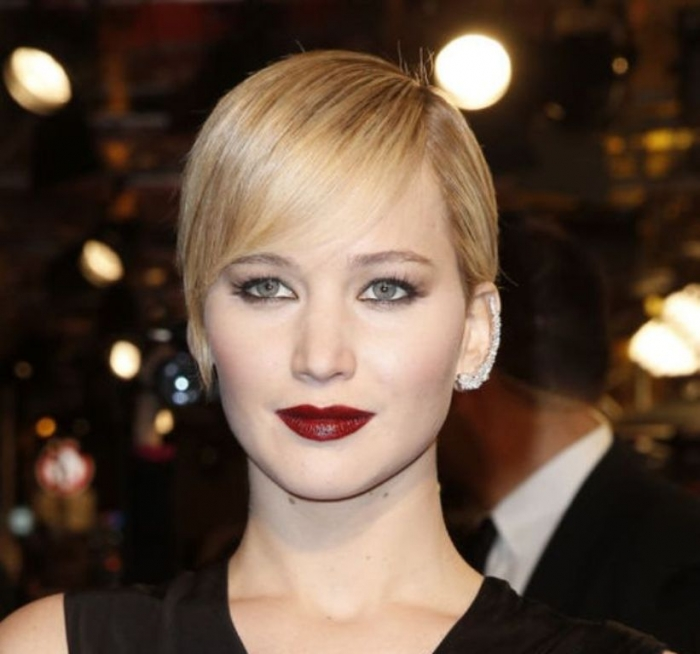 jennifer-lawrence-smoky-eyes-dark-lipstick-hunger-games-catching-fire-paris-h724 Top 15 Beauty Trends that Men Hate