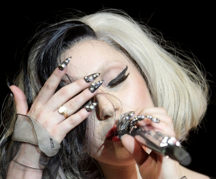 lady-gaga-pointed-nails Top 15 Beauty Trends that Men Hate