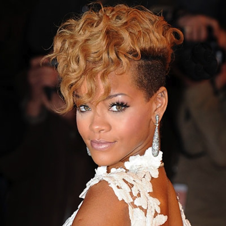 mohawk-rihanna3_634689904916506776 20 Weird and Funny Celebrity Hairstyles