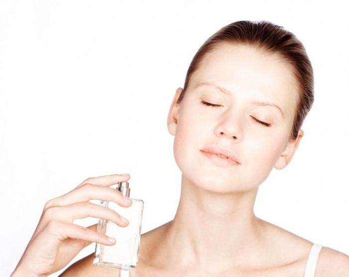 perfume-ask-the-guys Top 15 Beauty Trends that Men Hate