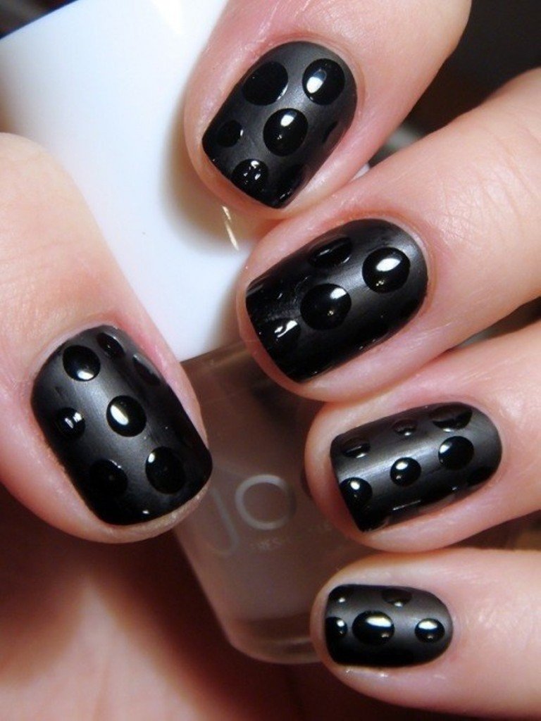 polka-dot-black-nails Top 15 Beauty Trends that Men Hate