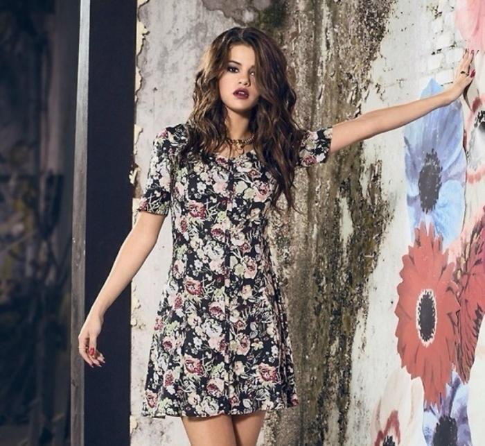 selena-gomez-adidas-summer-2 21+ Most Stylish Teen Fashion Trends for Summer 2019