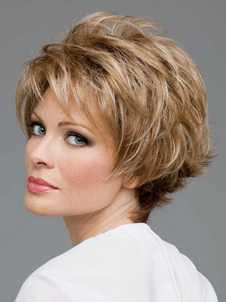 short-layered-hairstyles-for-round-faces 25+ Short Hair Trends for Round Faces Chosen for 2019