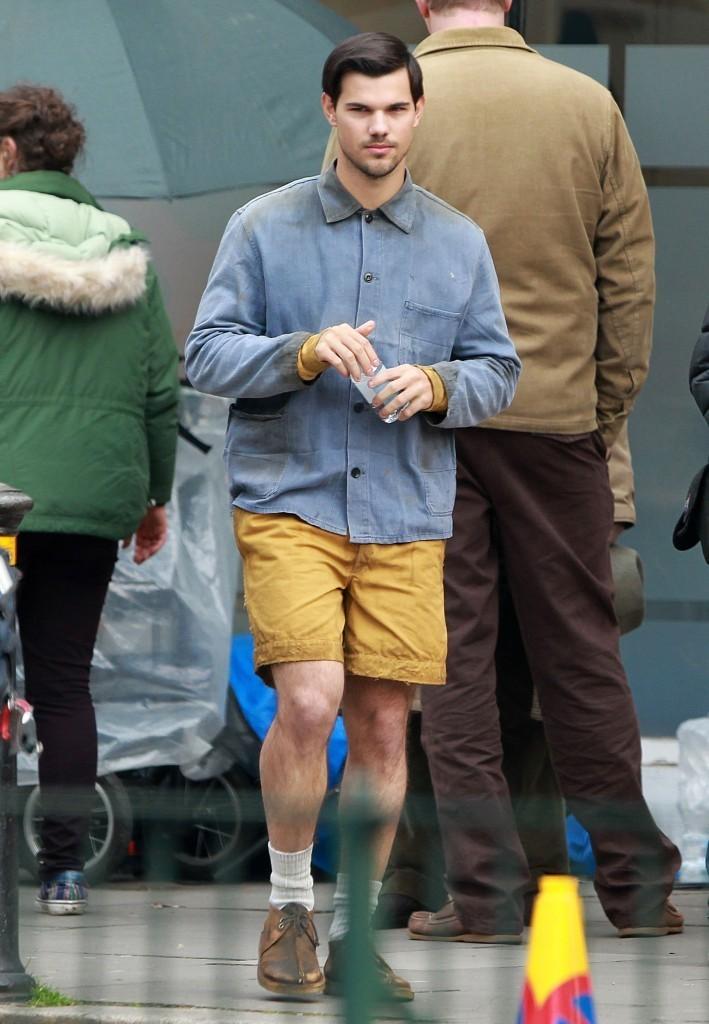 taylor-lautner-shorts-cuckoo-set-5-709x1024 Top 15 Celebrity Men's Fashion Trends for Summer