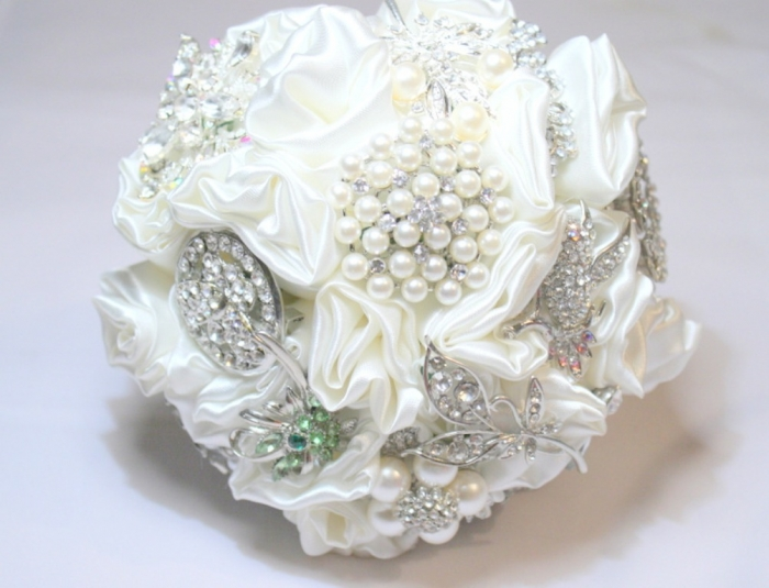 01381880284 How to Design Your Brooch Bouquet