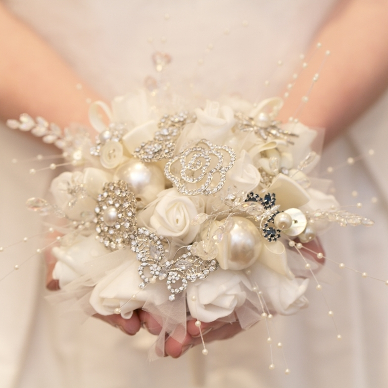 1136567793 How to Design Your Brooch Bouquet