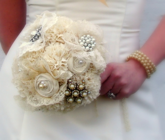 123267.467582 25 Fabulous Bridal Brooch jewelry Bouquets