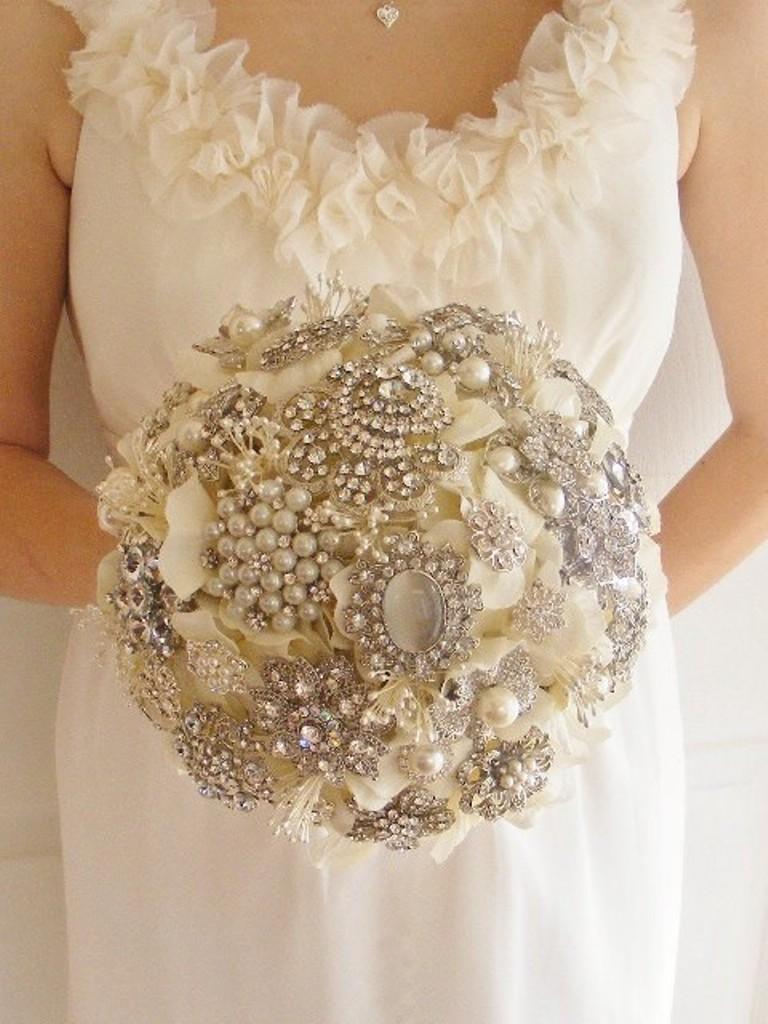 144767-bridal-bouquets-with-brooches-3 How to Design Your Brooch Bouquet